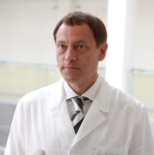 На встречу с главным врачом Андреем Модестовым....